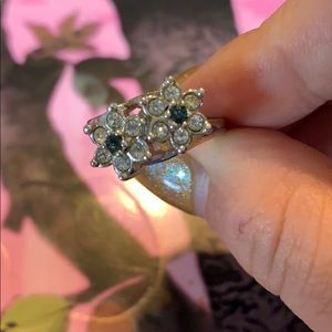 Jewelry - Vintage style flower ring